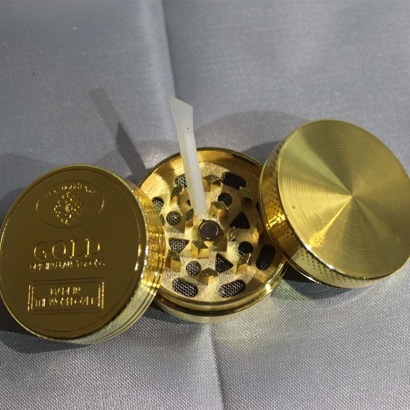 immagine di un grinder colore oro in metallo 3 parti