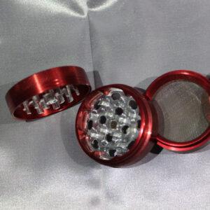 immagine di un grinder colore rosso in metallo 3 parti